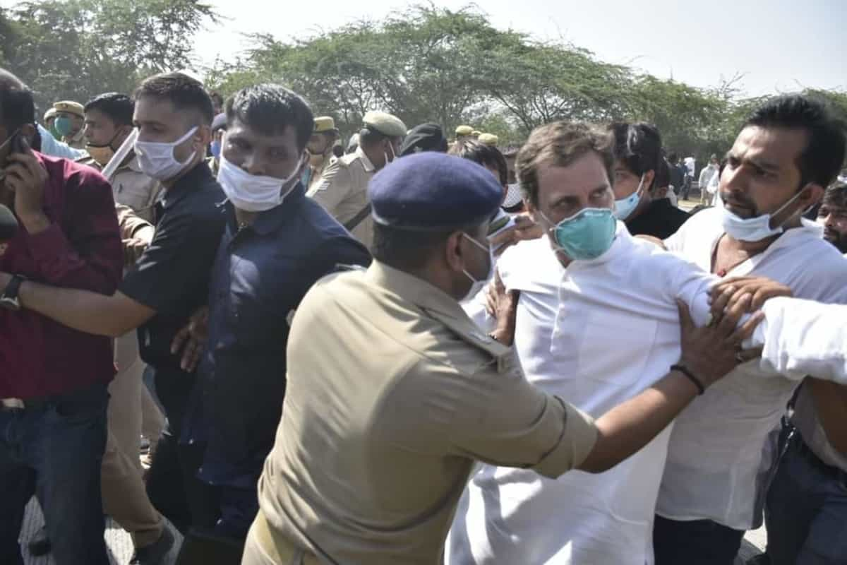 Rahul Gandhi's collar was grabbed by the police, hit in the chest and knocked down