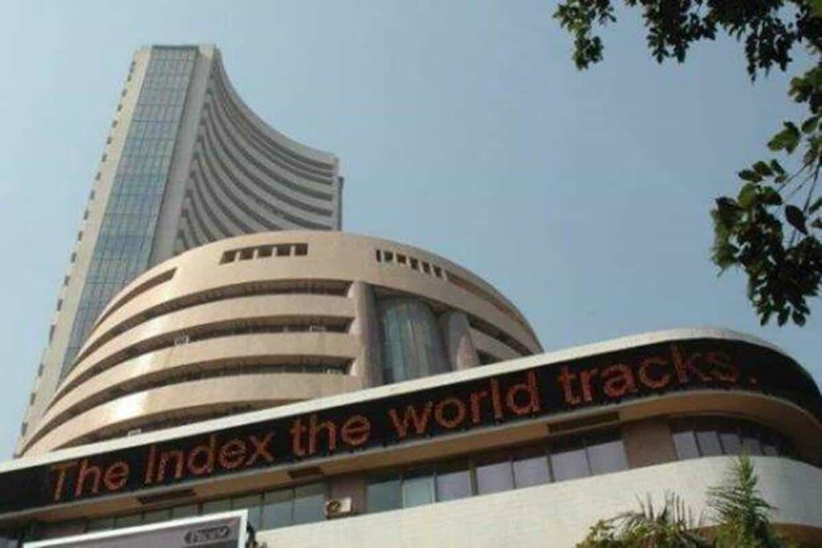 Sensex rises for 9th straight day, ends 32 points higher; HCL Tech jumps 4%
