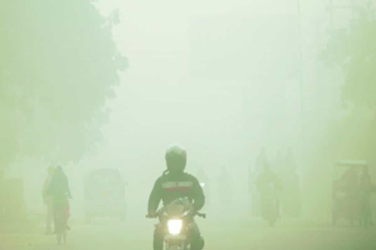 Delhi inches towards odd-even as pollution touches emergency levels