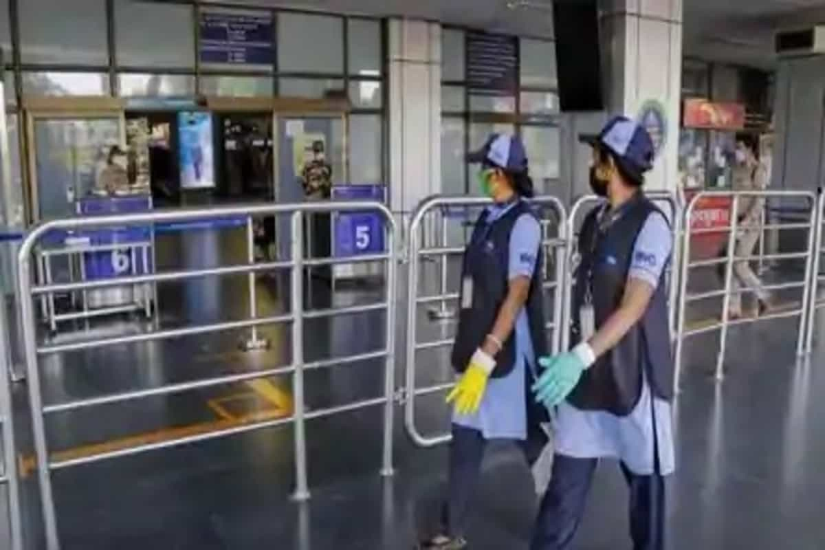 Cop arrives late at airport, slaps airline staff for not issuing boarding pass
