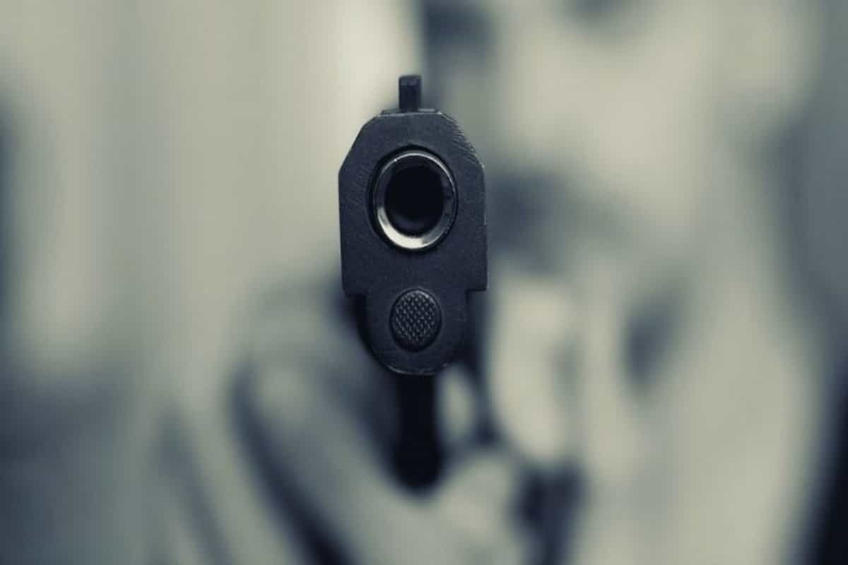 Delhi: Boy shoots sister for chatting with friend on WhatsApp