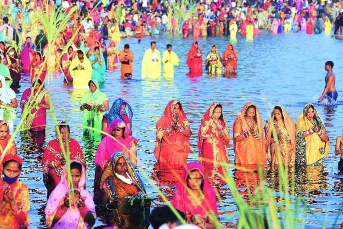 Chhath venue sees no social distancing amid rise in cases