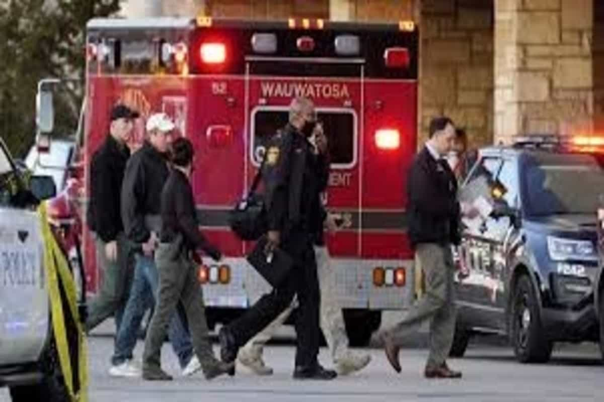 Eight injured in Wisconsin mall shooting, say police; suspect sought