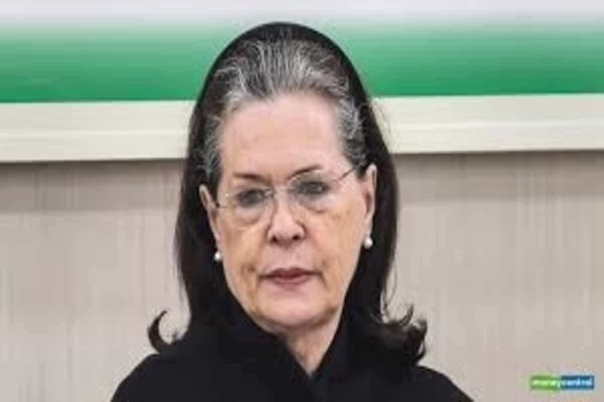 Sonia Gandhi meets section of Congress dissenters, looks to end crisis