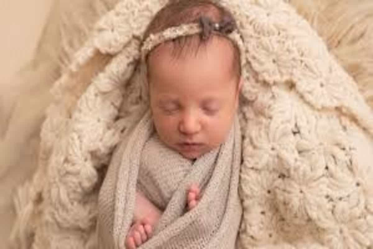 Baby born from 27-year-old frozen embryo in US, breaks record