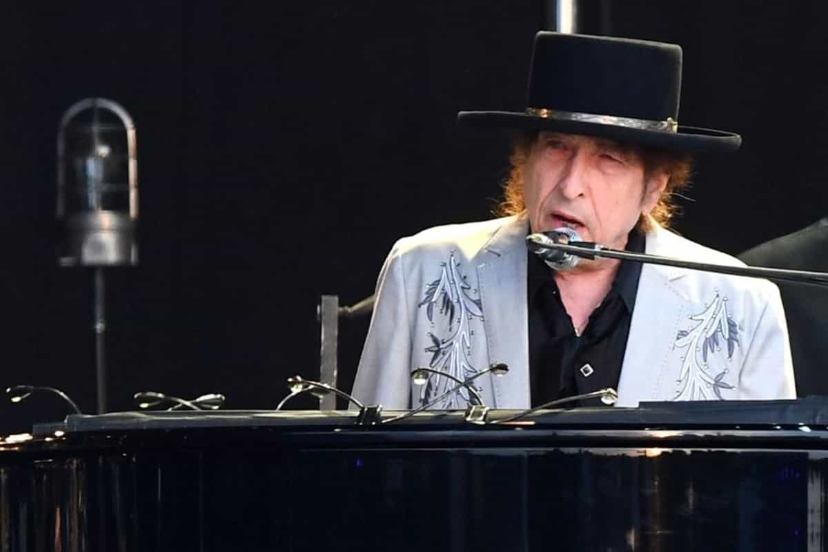 Bob Dylan sells entire song catalogue to Universal Music