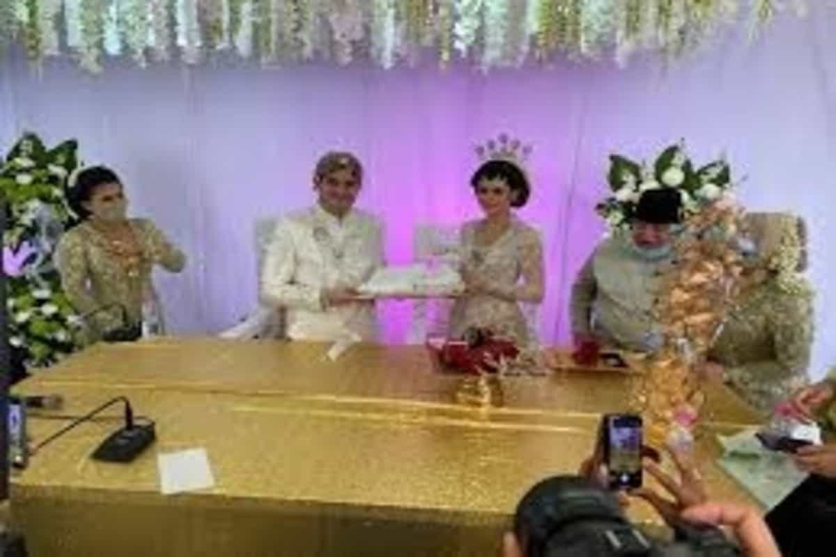 Malaysian couple host massive drive-through wedding with 10,000 guests