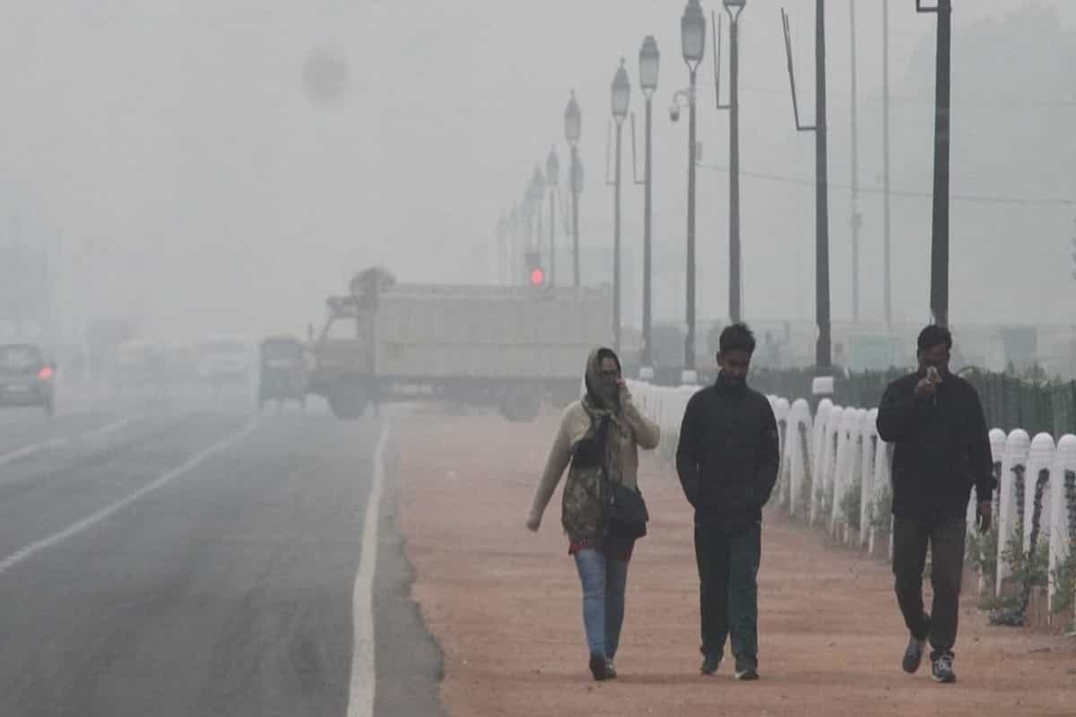 Delhi shivers under cold wave, minimum temperature dips to 3.6° Celsius