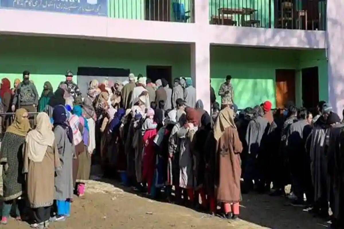 J&K: Counting of votes for DDC polls underway; PAGD leads in Kashmir, BJP in Jammu