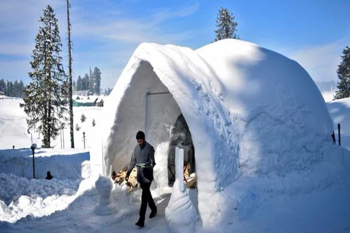 Kashmir hotel lures tourists with igloo cafe