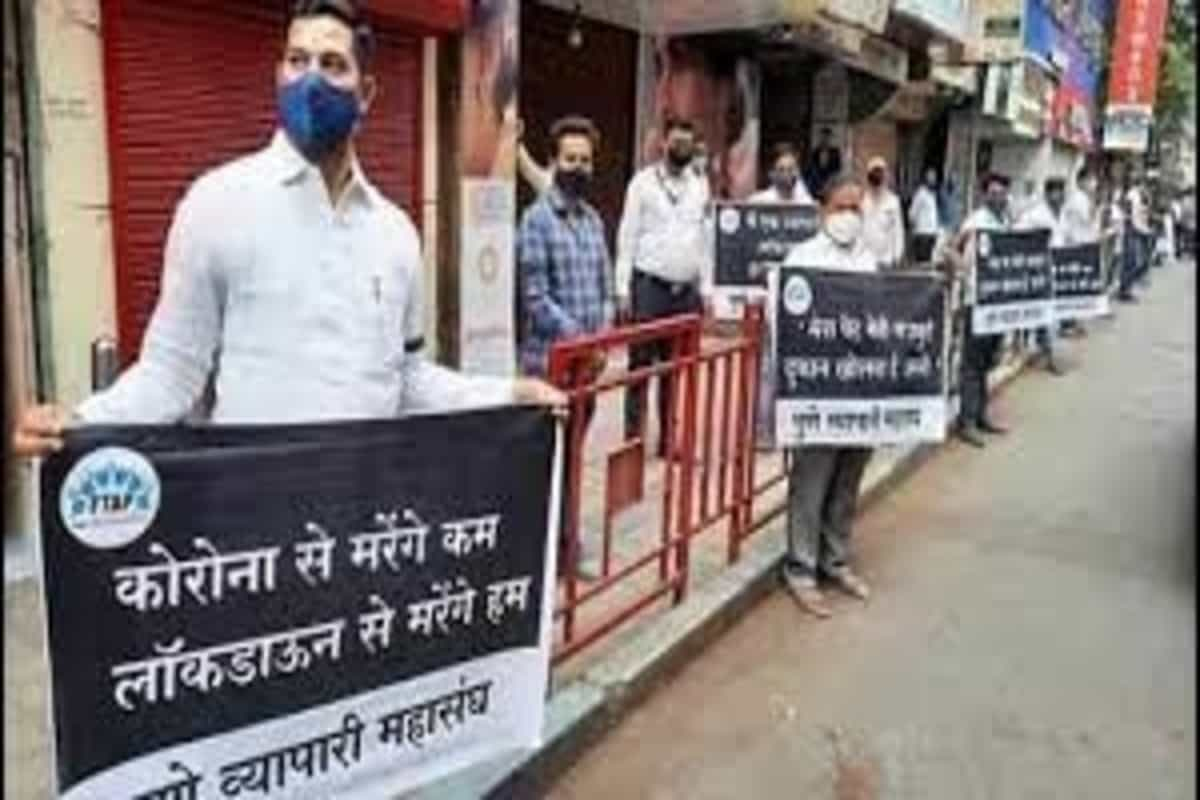 36 Pune traders booked for violating norms at protest against Covid restrictions