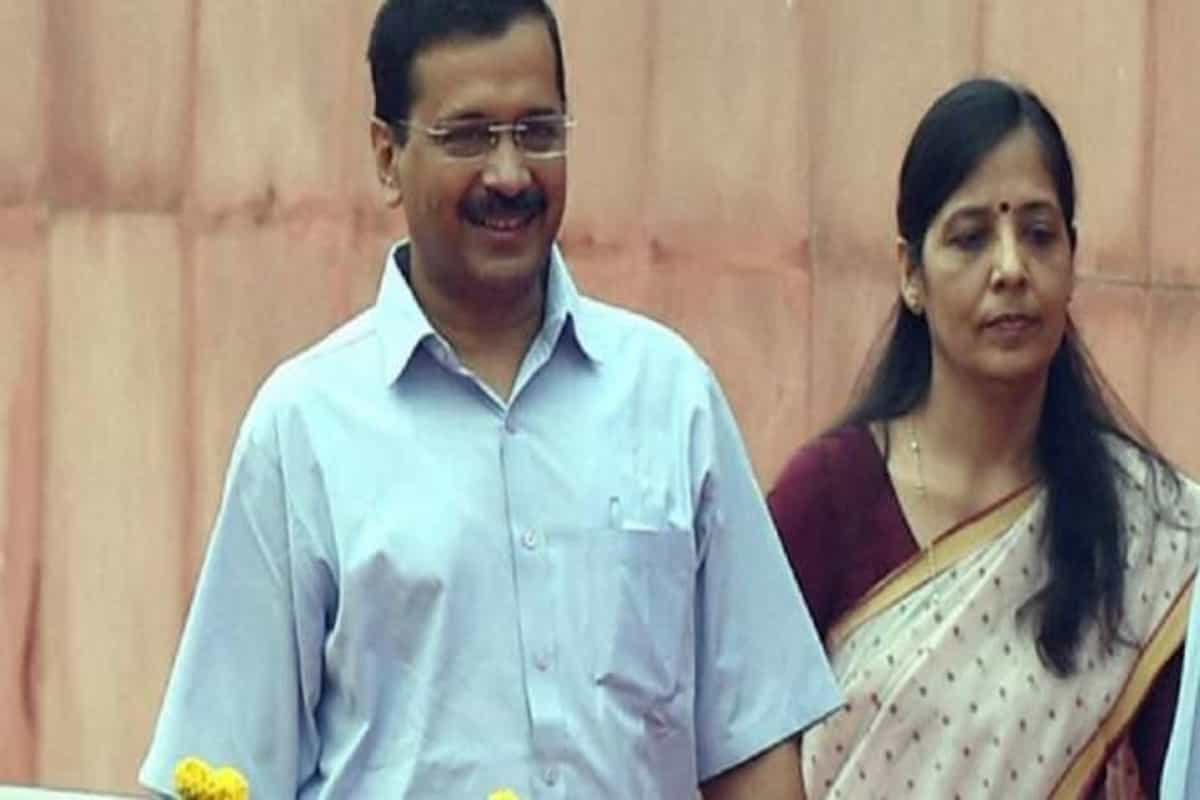 BREAKING NEWS: Arvind Kejriwal Wife is Covid 19 Positive, CM Under Isolation