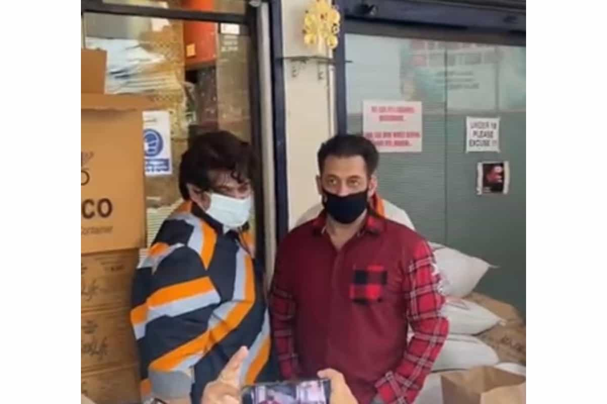 Salman Khan tastes food being sent out to 5000 frontline workers, watch video