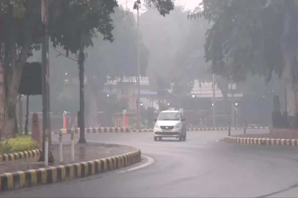 Delhi weather: Light rains today; AQI in moderate category