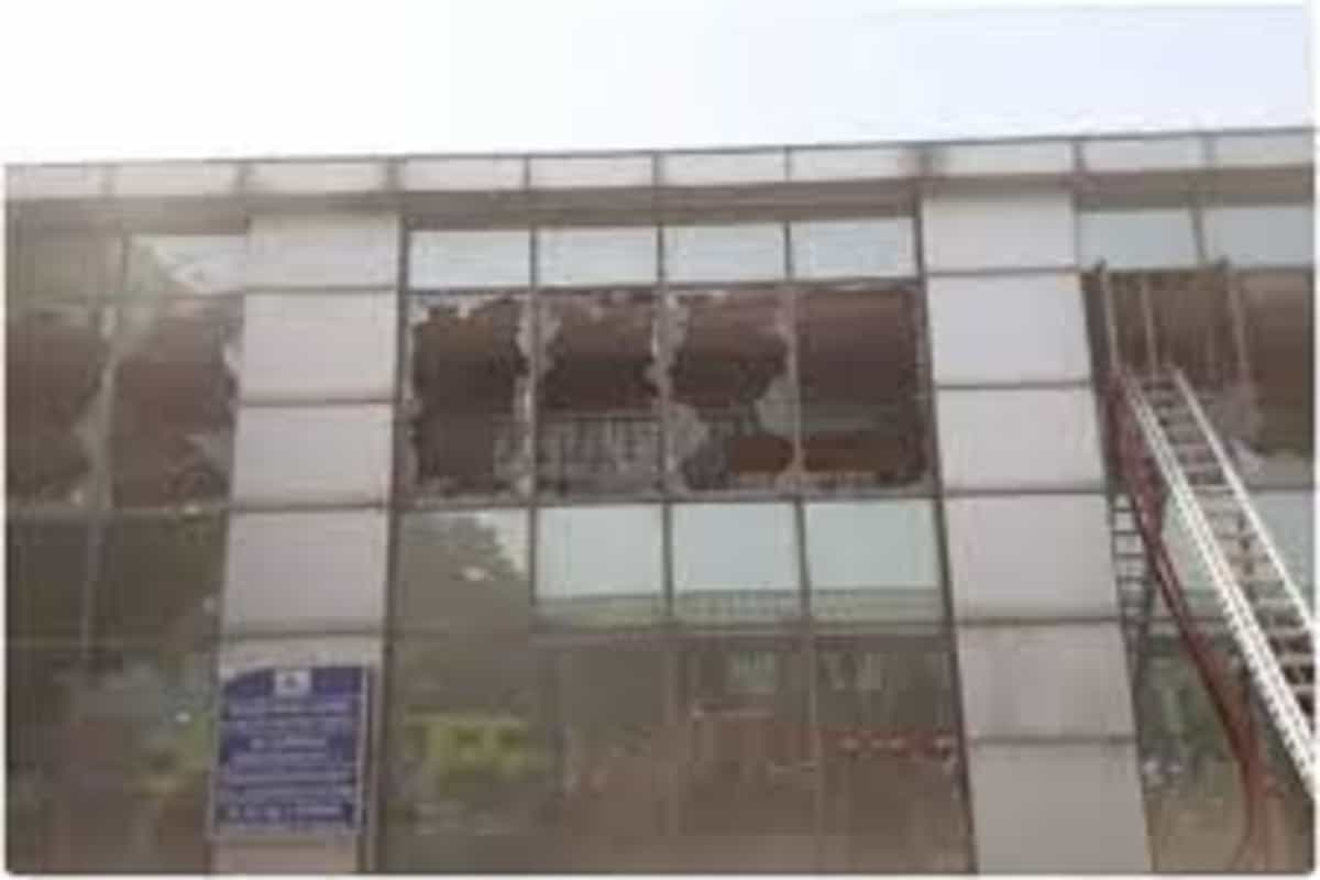 Fire breaks out at Safdarjung Airport's IT building, 6 fire tenders at the spot