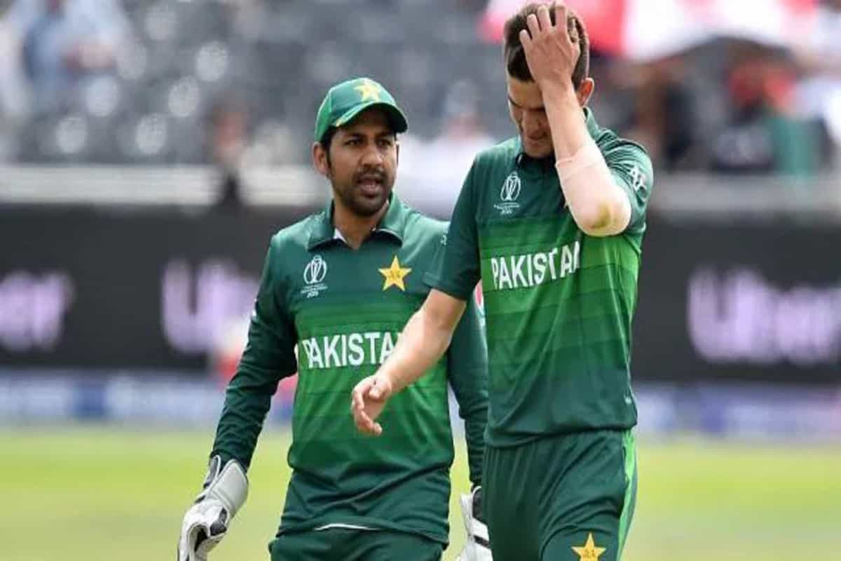 Shaheen Afridi involved in heated exchange with Sarfraz Ahmed: Watch video
