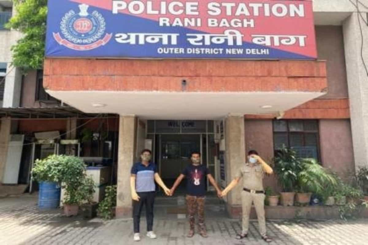 Man held for duping over 100 people of ₹2cr by offering fake roles in Bollywood